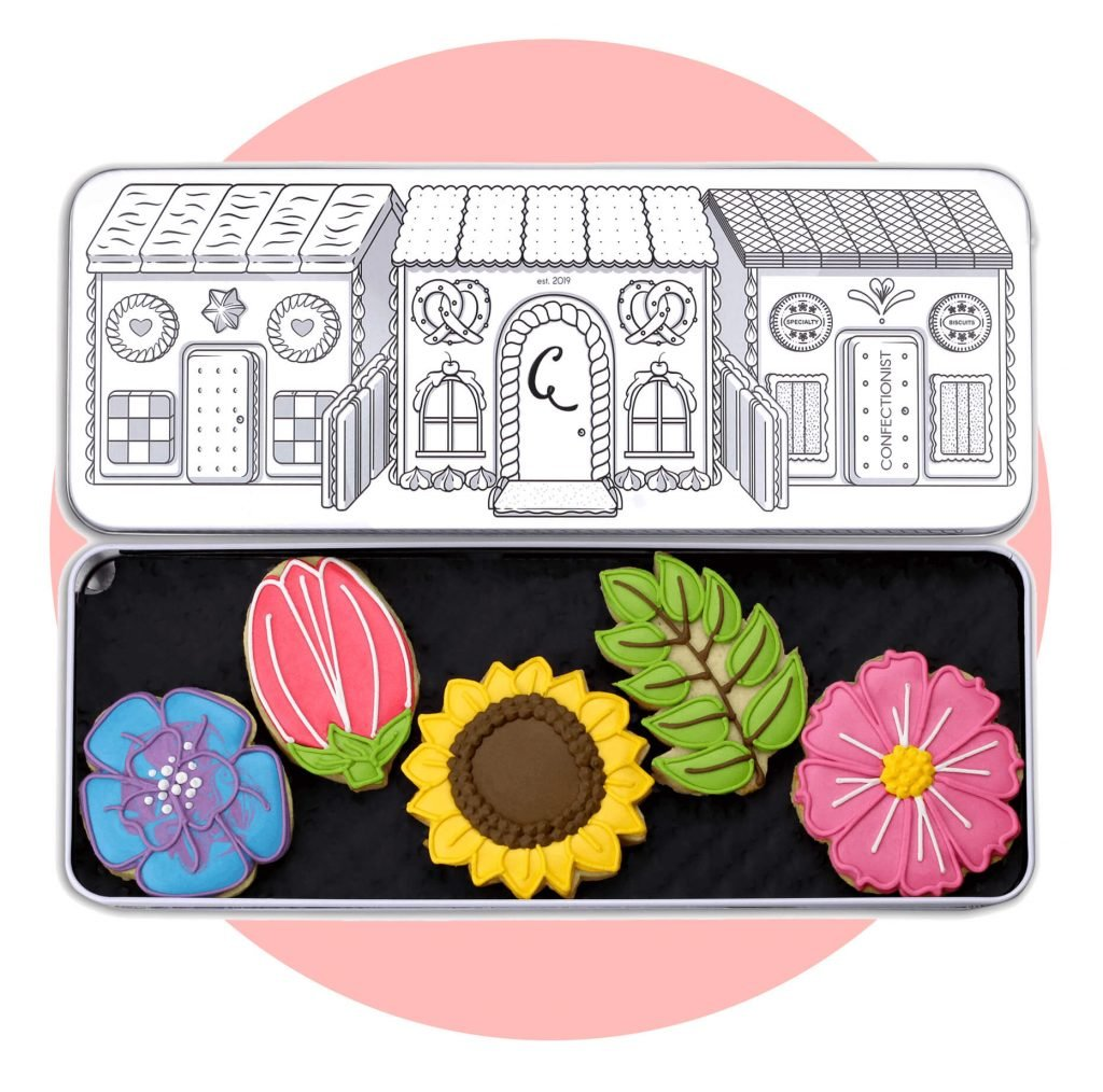 floral set biscuits with pink background